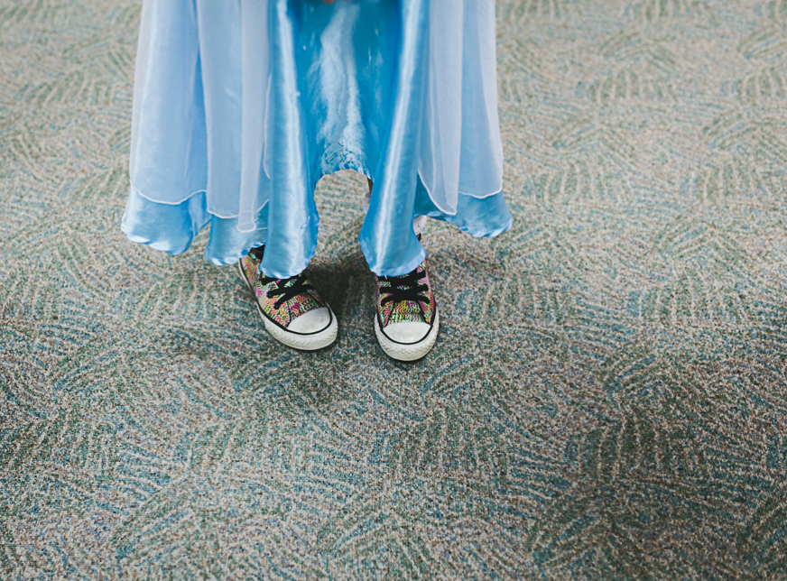 convers shoes and queen elsa dress